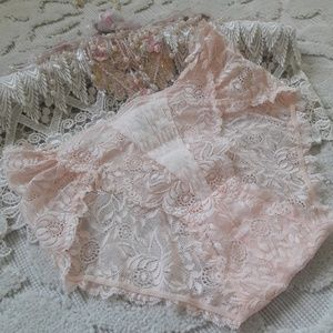 BEAUTUFUL PINK LACE PANTIES WITH ELEGANT TOUCHES!